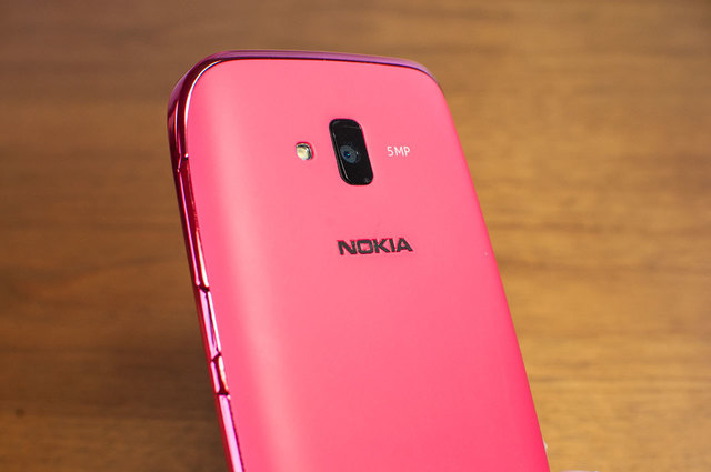 Lumia 610-07.jpg
