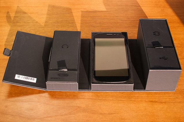 Yota-Phone-2-02.jpg