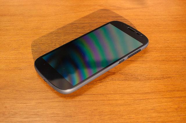 Yota-Phone-2-03.jpg