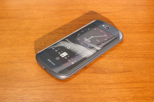 Yota-Phone-2-04.jpg