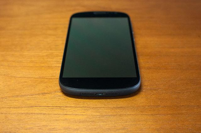 Yota-Phone-2-05.jpg
