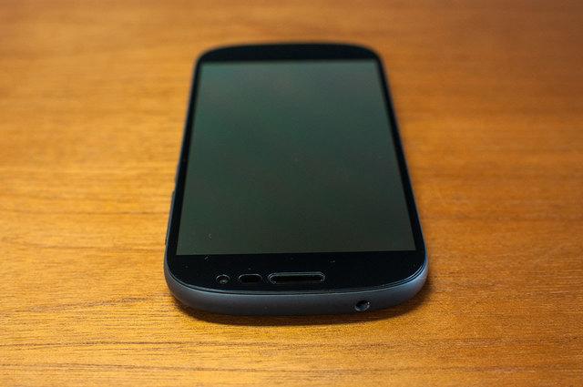 Yota-Phone-2-06.jpg