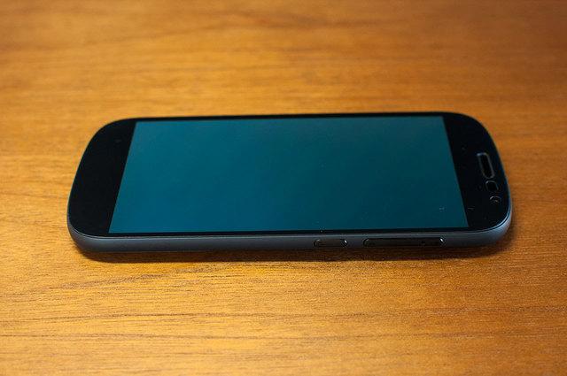 Yota-Phone-2-07.jpg