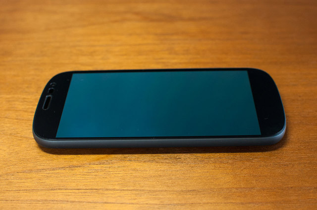 Yota-Phone-2-08.jpg