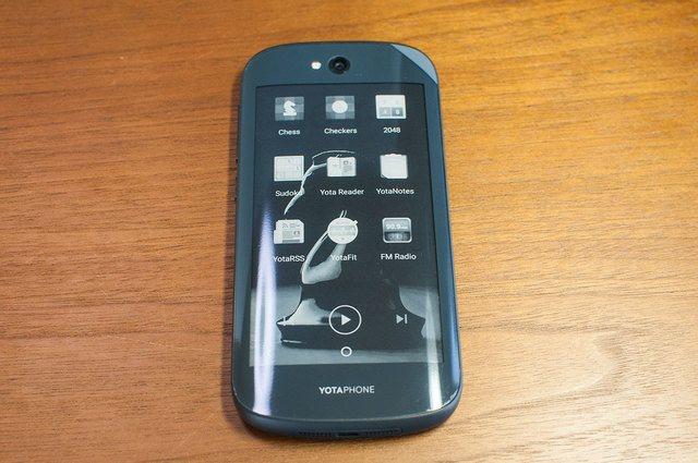 Yota-Phone-2-13.jpg